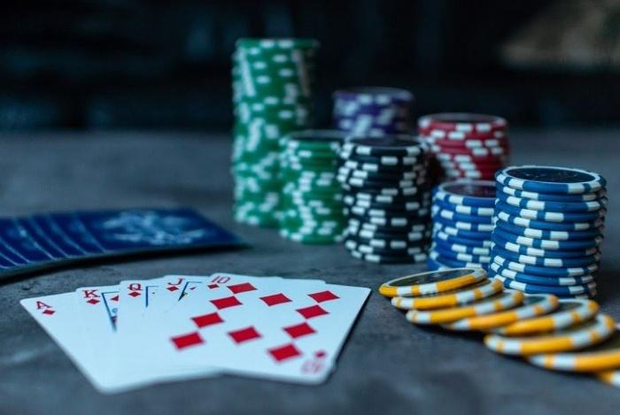 Dù là người mới bắt đầu chơi hay một tay chơi chuyên nghiệp thì bạn cũng đừng bao giờ thấy ngại khi mình fold bài