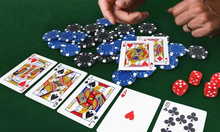 Kinh nghiệm chơi bài Poker đỉnh cao - Không lạm dụng buff