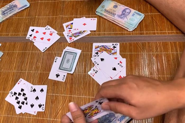 Tân gia nhà có nên tổ chức đánh bài không?